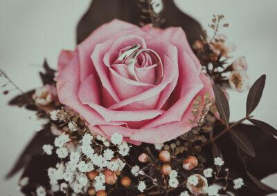Hochzeitsringe in Rose